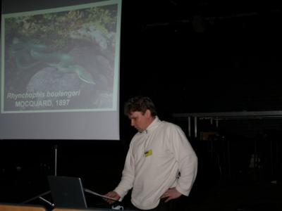 Timo håller föredrag om Rhynchophis på Symposium 2005
